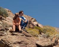 pustynny odległy wycieczkowiczy spojrzenia przedmiot Obraz Royalty Free