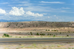 Pustynny widok Nowy - Mexico na sposobie od Albuquerque Santa Fe Fotografia Stock