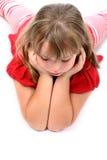 puszek floor przyglądającego dziewczyny lying on the beach coś obrazy stock