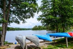 Puszek jeziorem bierzemy spacer Obrazy Royalty Free