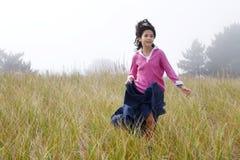puszka dziewczyny wzgórza bieg Fotografia Stock