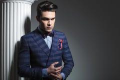 puszka mody przyglądający mężczyzna potomstwa Zdjęcie Stock