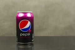 A puszka Pepsi doprawiał z dziką wiśnią Fotografia Royalty Free