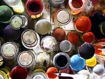 Puszki używać i nieużywana kolorowa farba obrazy royalty free