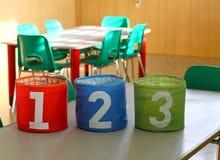 Puszki z ogromnymi liczbami na biurku w sala lekcyjnej Obrazy Royalty Free