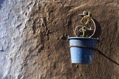 Puszkuje błękit i brązów kolory w Marokańskiej wiosce Chefchaouen Obraz Stock