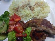 Puszyści biali ryż i jagnięcy kotleciki Zdjęcia Royalty Free