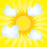 Puszyste chmury obok słońca Obrazy Royalty Free
