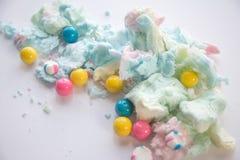 Puszysty bawełniany cukierek i gumballs fotografia stock