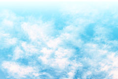 Puszysty chmury niebo w koloru filtra skutku Obraz Stock
