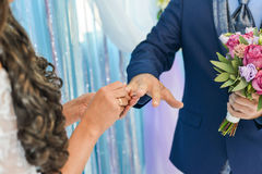 He Put the Wedding Ring on Her Royalty Free Stock Photography