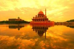Putra清真寺和Perdana Putra, Putra Jaya 免版税库存照片