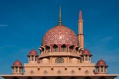 Putra清真寺圆顶在布城,马来西亚 图库摄影