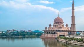 Putra meczet jest jeden sławny wyróżniający punkt zwrotny w Putrajaya, Malezja obrazy stock