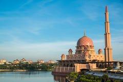 Putra meczet lub menchii masjid w Putrajaya, Malezja Zdjęcie Royalty Free