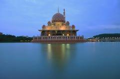 Putra meczet podczas błękitnej godziny Obraz Stock