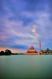 Putra meczet podczas ponurego dnia Zdjęcie Royalty Free