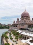 Putra meczet przy Putrajaya Malezja (Masjid Putra) Zdjęcie Royalty Free