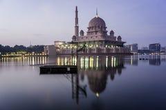 Putra moské, Malaysia arkivbilder