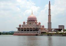 Putra moské (Masjid Putra) Royaltyfri Foto