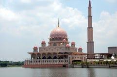 Putra moské Masjid Putra Arkivfoto
