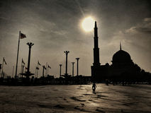 Putra moské och Dataran Putrajaya Fotografering för Bildbyråer