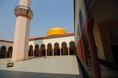 Putra Nilai meczet w Nilai, Negeri Sembilan, Malezja zdjęcia royalty free