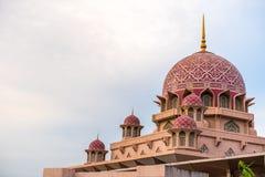 PUTRAJAYA - 29 DECEMBER: De Putramoskee op 29 December 2018, Putra-Moskee wordt of gekend als Roze moskee gevestigd in Putrajaya  royalty-vrije stock fotografie