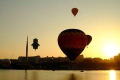 PUTRAJAYA, MALÁSIA - 14 de março, balão de ar quente em voo no 7o Putrajaya ar quente balão festa 14 de março de 2015 internacion Fotografia de Stock