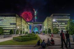 PUTRAJAYA, MALASIA - 31 DE DICIEMBRE: La gente celebra la celebración del Año Nuevo con los fuegos artificiales en Putrajaya el 3 Imágenes de archivo libres de regalías