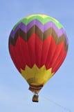 Ballonfliegen während 5. internationaler Heißluft-Ballon-Fiestas 2013 Putrajayas stockfoto