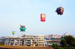5th Putrajaya hoade luftar ballongfiestaen 2013 Arkivbilder
