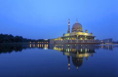Putrajaya mosque and the reflection Royalty Free Stock Photography