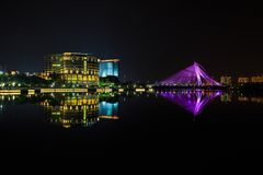 Putrajaya Nightscape. Jambatan Wawasan Reflection at Night Stock Photos