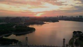 Putrajaya, Wilayah Persekutuan/Malasia - 31 de agosto de 2018: Visión cinemática aérea en la puesta del sol i de Seri Gemilang Br