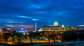 Putrajayacityscape bij zonsondergang Royalty-vrije Stock Afbeelding