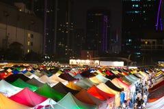 Putrefazione Fai Train Market di Ratchada a Bangkok, Tailandia immagine stock libera da diritti