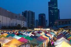 Putrefazione Fai Train Market di Ratchada a Bangkok, Tailandia immagini stock