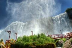Putsar av mist på Niagara Falls arkivbilder