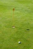 putt зеленого цвета гольфа флага курса Стоковое Изображение RF