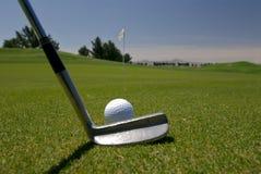 Putt de golf image libre de droits
