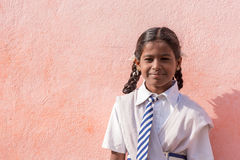 PUTTAPARTHI,安得拉邦,印度- 2017年7月9日:印地安女孩的画象 复制文本的空间 图库摄影