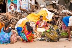 PUTTAPARTHI,安得拉邦,印度- 2017年7月9日:印地安市场 复制文本的空间 图库摄影
