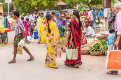 PUTTAPARTHI,安得拉邦,印度- 2017年7月9日:印地安市场 复制文本的空间 免版税库存照片