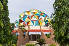 PUTTAPARTHI, ANDHRA PRADESH, INDE - 9 JUILLET 2017 : Vue du bâtiment de planétarium Plan rapproché Photos stock