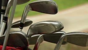 Putter del golf en una bolsa de golf metrajes