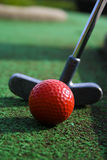Putter et bille de golf Photos libres de droits