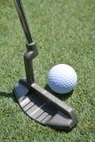 Putter y verde del golf Imagenes de archivo
