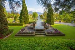 Putti喷泉看法在别墅塔兰托植物园里在Pallanza,韦尔巴尼亚,意大利 免版税库存图片