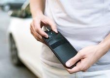 Free Putting Car Keys In RFID Anti-theft Wallet Stock Photo - 193284670